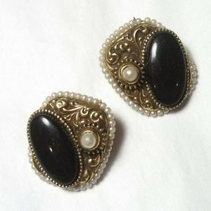 3for$60✨ Vintage Victorian insp 80s onyx earrings